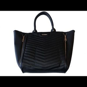 RAMPAGE Chevron Quilted Zipper Tote